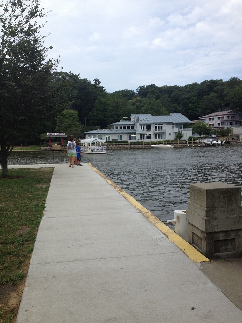 scenic-walk-in-saugatuck